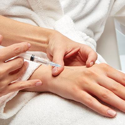 Infirmière pour injection Dour